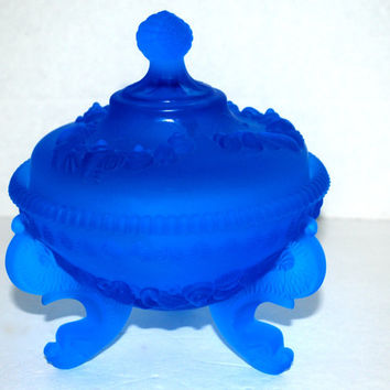 Blue  glass  Westmoreland glass bowl with lid  3 footed shell dish Argonaut shell    vintage  blue glass