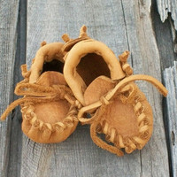 Newborn baby moccasins    Newborn booties    soft sole baby shoes