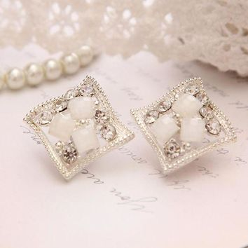 2016 Popular Hip Hop Bling Crystal Stud Earring Brand Geometric Silver Plated Stud Earrings Women White Free Shipping Jewelry