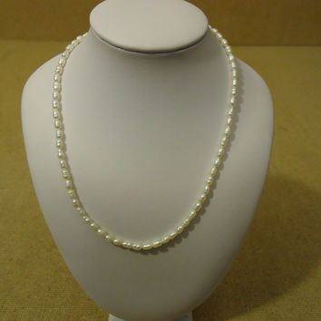 Designer Fashion Necklace 15in L Strand/String Pearl Faux Female Adult Whites -- Preowned