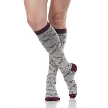 Compression Socks with Overlapping Diamonds