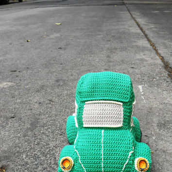 Beetle car amigurumi crochet pattern. By Caloca Crochet