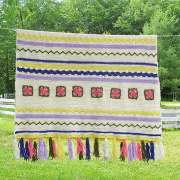"""Pretty vintage crochet afghan throw blanket with pink flowers - yellow purple lilac green - Girl bedroom decor 49"""" x 38"""""""