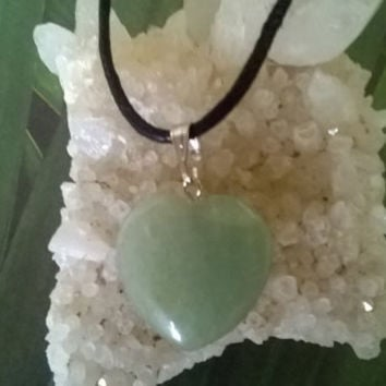 Green Aventurine Heart Pendant Necklace Modern Aries Birthstone Green Natural crystal Gemstone necklace Polished gems stone bead charm