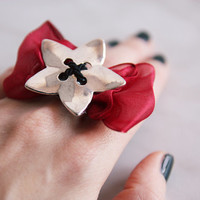 Flower on Bow Ring