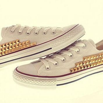 DCCK1IN gold studded converse