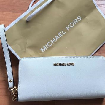 Michael Kors Jet Set Signature Travel Continental Wallet, White