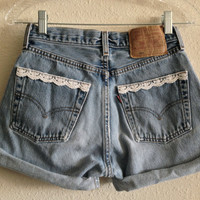 Lace Trim Pocket High Waisted Levi's Shorts (Size 25)
