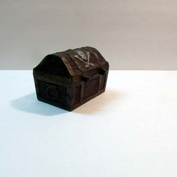 Very COOL Old Pirate Skull & Crossbones Treasure Chest Piggy Bank E. J. Kahn? metal Jolly Roger