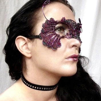 Bird Masquerade Mask handmade by gringrimaceandsqueak on Etsy