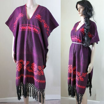 ViNtAgE 70s OAXACAN mexican embroidered FOLK PONCHO fringe sarape c989