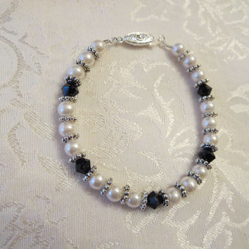 Black & White Simply Elegant Beaded Bracelet