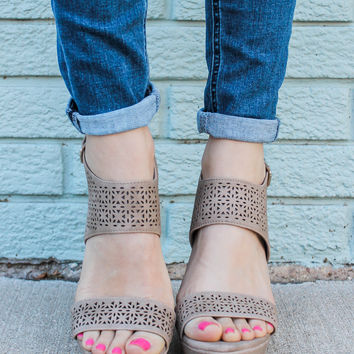 Summer Classic Wedges - Taupe