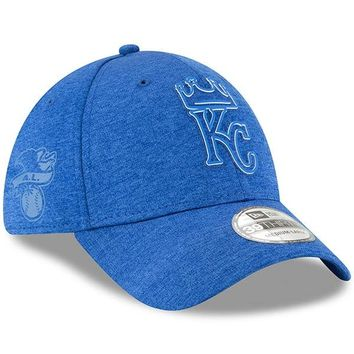 MLB Kansas City Royals New Era Royal 2018 Clubhouse Collection Classic 39THIRTY Flex Hat
