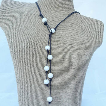 Pearl Leather lariat, bronze pearl and leather necklace, pearls knotted on leather, Leather and pearl jewelry, pearl jewelry, Boho jewelry,