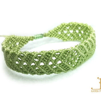 Green Micro Macrame Bracelet | Waxed nylon thread | Romantic bracelet for summer | Adjustable bracelet