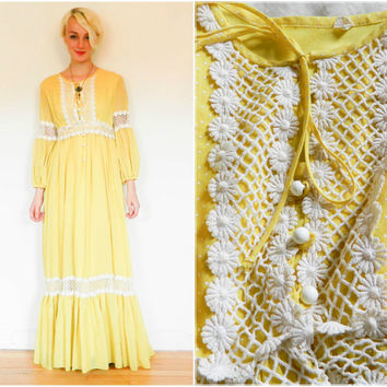 60s vintage maxi dress / long sleeve hippie dress / 70s floor length boho bohemian / yellow polka dot / daisy lace / flower child 1960s S M