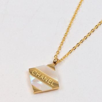 8DESS Chanel Women Fashion Chain Necklace Jewelry