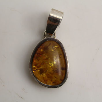 Vintage Old Pawn 925 Sterling Silver & Sun Spangled Amber Necklace Pendant