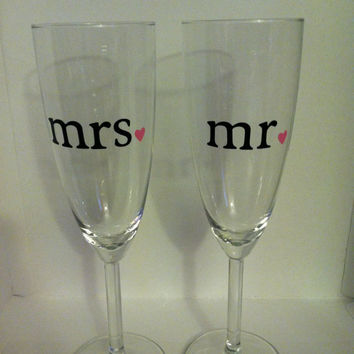 Set of 2 Mr and Mrs Champagne Flutes with Heart by jayleecrafty
