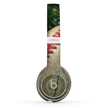 The Grunge Worn Baseball Skin Set for the Beats by Dre Solo 2 Wireless Headphones