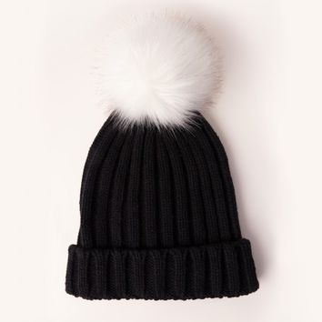 Missguided - Contrast Faux Fur Pom Pom Beanie Hat Black