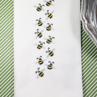 Bumble Bee Embroidered Cloth Napkins , Set of 4, bee napkins, summer napkins, bee cloth napkins, embroidered bee, bee cloth napkins, picnic