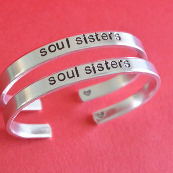"Soul Sisters with Heart Set of 2 Hand Stamped Aluminum Cuff Skinny Bangle Bracelets Jewelry Best Friends Friendship - 1/4"" Wide"