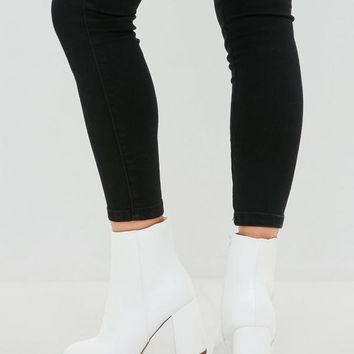 Missguided - White Round Toe Ankle Boot