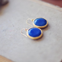 unique statement gemstone fashion large bold earrings  sea navy blue jade stone matte textured gold frame statment earrings israel
