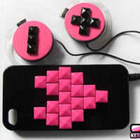 Custom set studded Iphone 4 cover and headphones by ketchupize