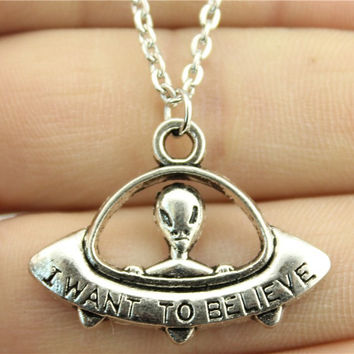 WYSIWYG 2 colors antique bronze antique silver color 23*30mm I want to believe UFO pendant necklace