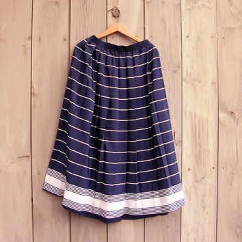 Vintage skirt | Navy and white pleated skirt