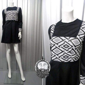 Vintage 70s Black and White Monochrome Dress Geometric Pattern Aztec Mod Skater Dress A Line Dress Fitted Sleeves Navajo Print Mod Shift
