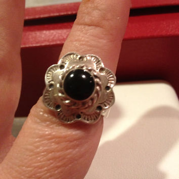 Taxco Onyx Sterling Ring Size 7 Flower Silver Black Stone 925 Mexican Mexico Floral Vintage Jewelry Goth 12 Grams Southwestern Tribal Boho