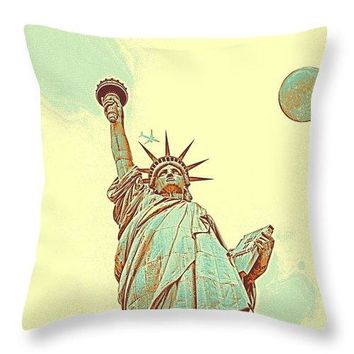 The Fool Blood Moon And The Lady Liberty  4 - Throw Pillow