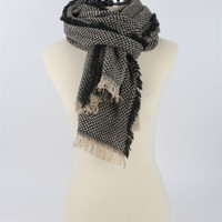 Knit Fashion Chunky Scarf With Frayed Edge - Black