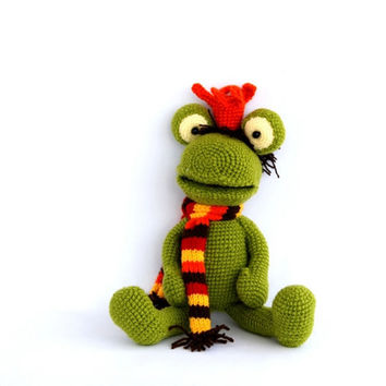 crocheted frog, stuffed green frog amigurumi, handmade stuffed Prince Frog, cute gift for kid, Kiss a frog fairy tail,