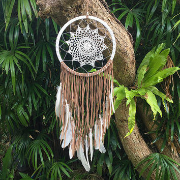 Large White Crocheted Dream Catcher - Tan Suede Fringe With White Feathers - Bohemian Wedding Decor - Bedroom Decor - US Express Shipping