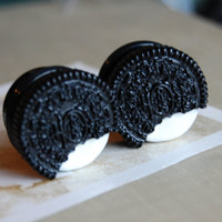 "7/8"" (22mm) Oreo Cookie Plugs for stretched ears."