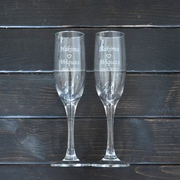 Personalized Toasting Glasses Set of 2 Bride and Groom Champagne Glasses Wedding Gift