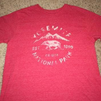 Sale!! Vintage The North Face red tee YOSEMITE National Park USA California TNF shirt