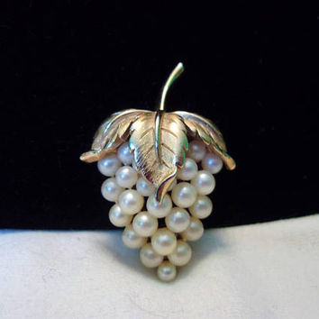 Crown Trifari Vintage Pearl Strawberry Fruit & Leaf Gold Plate Brooch Pin 1960's