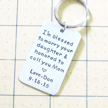 Groom's gift to Mother of the bride - signed gift for mother of the bride with wedding date -Mother in law wedding gift - keychain keyring