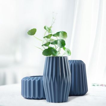Cutti Tabletop Ceramic Vase (5 Colors)