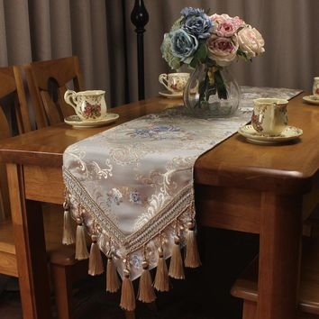 Vintage Jacquard Luxury Table Runners for Wedding Party Decoration Beige Classic Home Table Runner for Dinning Table Custom Size
