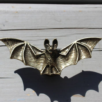 Bat drawer knobs / furniture knobs in Brass (MK120)