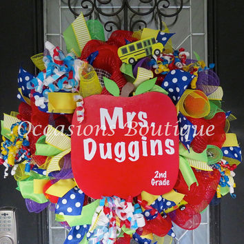 Teacher Wreath, Teacher door hanger, Classroom Door Hanger, Classroom decoration, Teacher Gift, Back to School, Personalized Wreath