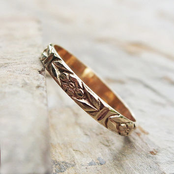 Solid 14k Yellow Gold Chevron Leaf and Posy Detail Wedding Band or Stacking Ring - Floral Patterned Gold Band