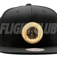 "fcny metal brooch snap-back ""token"""